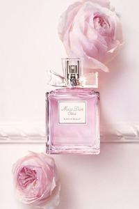 Духи с ароматом розы: ТОП-10 лучших парфюмов